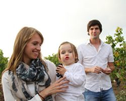Familie Stadler im Weingarten