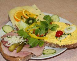 Schinken-, Käse- und Aufstrichbrot