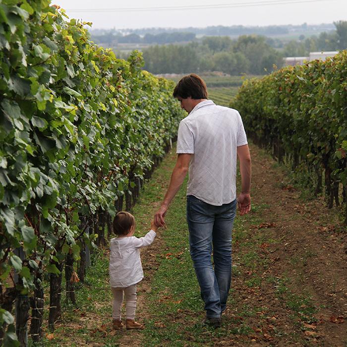 Thomas Stadler mit Tochter Marie im Weingarten